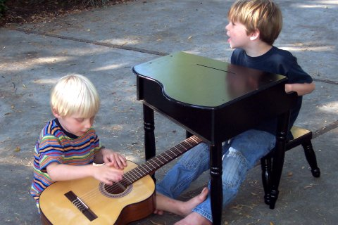 Christopher guitar, Gregor piano